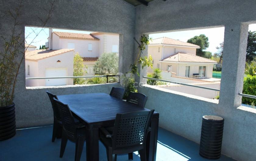 Location de vacances - Villa à Sainte Marie la Mer - terrasse a l'abri de vent et du soleil