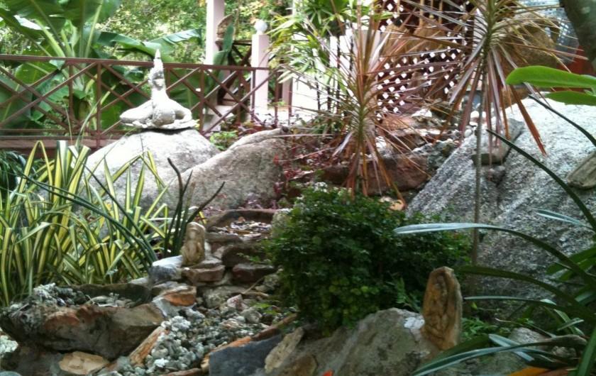 Location de vacances - Villa à Ko Samui - Jardin et passerelle entre les deux modules