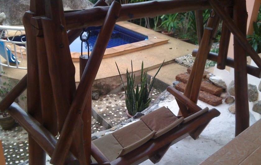 Location de vacances - Villa à Ko Samui - Balancelle face à la mer et à la petite piscine