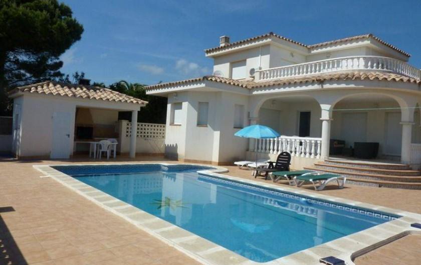 Location de vacances - Villa à L'Ametlla de Mar - façade villa terrasse couverte