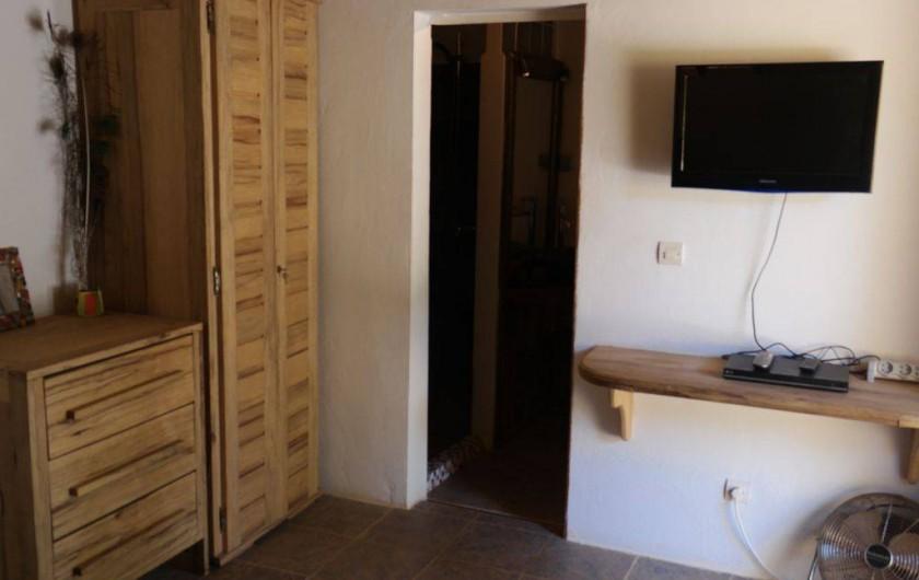 Location de vacances - Villa à Somone - Studio, entrée salle d'eau, toilettes du studio