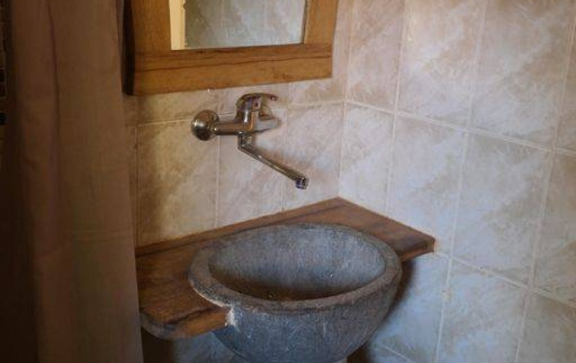 Location de vacances - Villa à Somone - salle d'eau de la maison, avec douche, vasque, toilettes