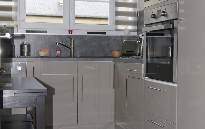 Location de vacances - Appartement à Saint-Valery-en-Caux - Cuisine toute équipée : four, micro onde, frigo, lave vaisselle...