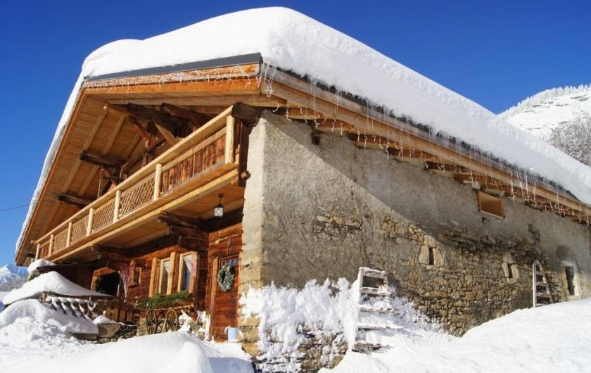 Location de vacances - Chalet à Flumet - Matinée d'hiver avec le soleil inondant la façade sud
