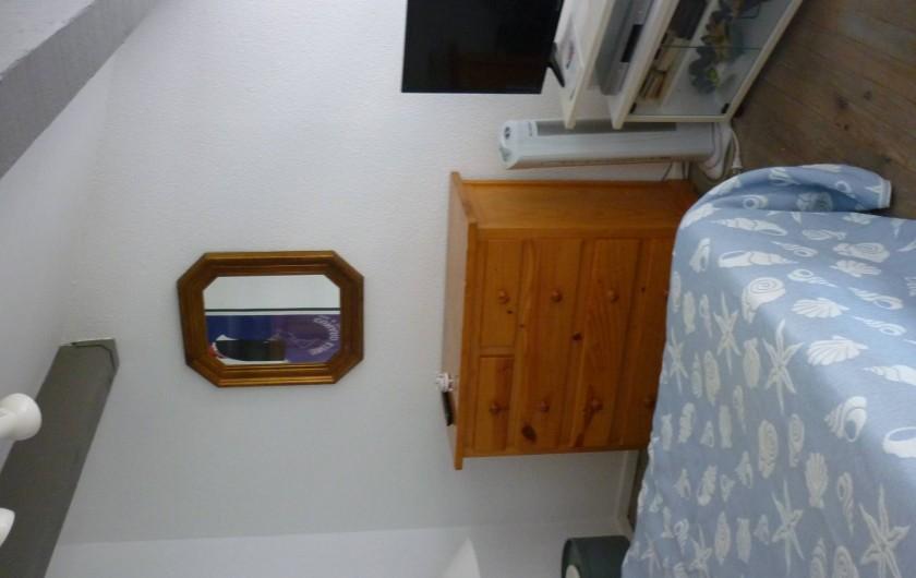 Location de vacances - Appartement à Port Leucate - La chambre avec TV et DVD