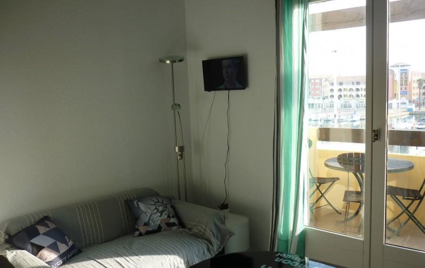 Location de vacances - Appartement à Port Leucate - décoration et finir afin de cacher les fils TV tout sera fini fin mars