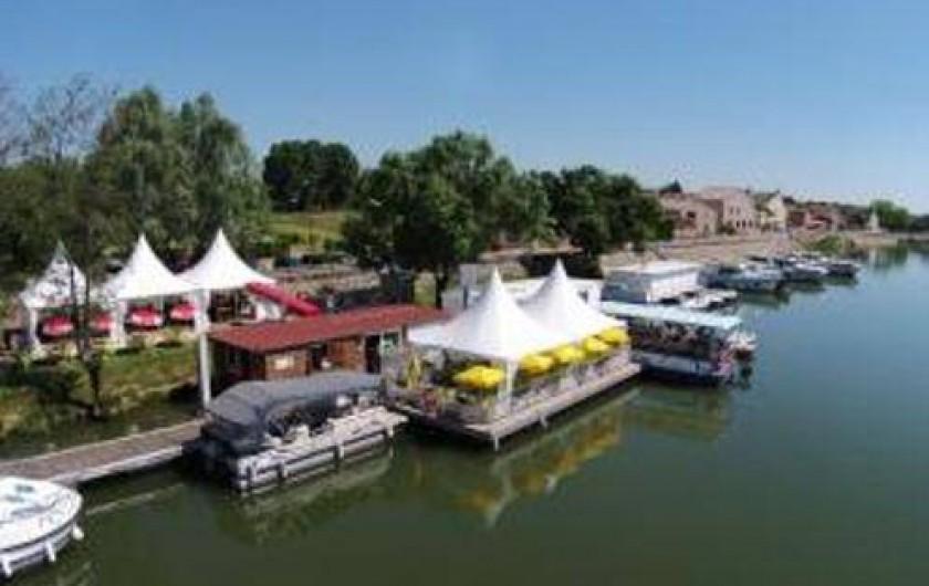Location de vacances - Péniche à Mâcon - Restaurant flottant