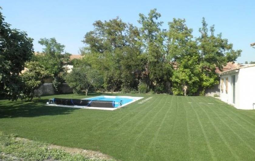 Location de vacances - Appartement à Châteauneuf-de-Gadagne - jardin