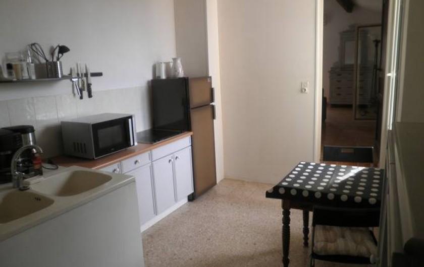 Location de vacances - Appartement à Châteauneuf-de-Gadagne - cuisine appartement 1er étage
