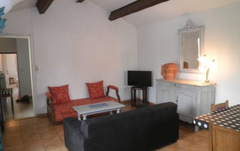Location de vacances - Appartement à Châteauneuf-de-Gadagne - séjour appartement 1er étage