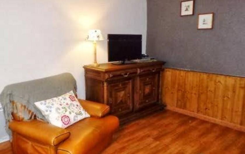 Location de vacances - Gîte à Prénovel - télé avec prises USB et HDMI