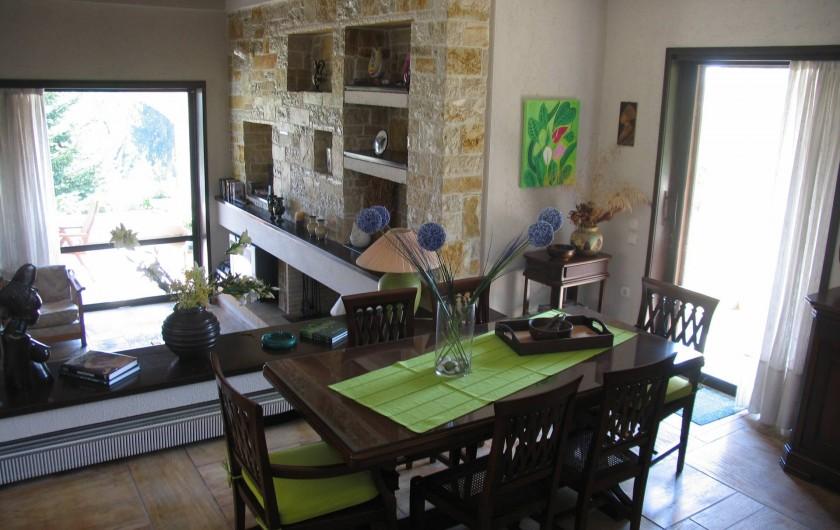 Location de vacances - Villa à Corfu - The indoor dining area, above the lounge and veranda.