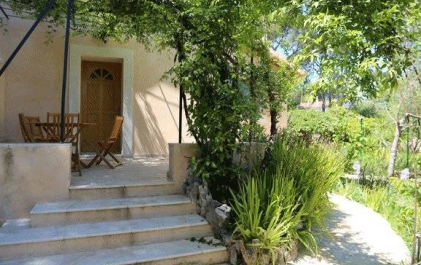 Location de vacances - Villa à La Seyne-sur-Mer - Entrée Villa + terrasse