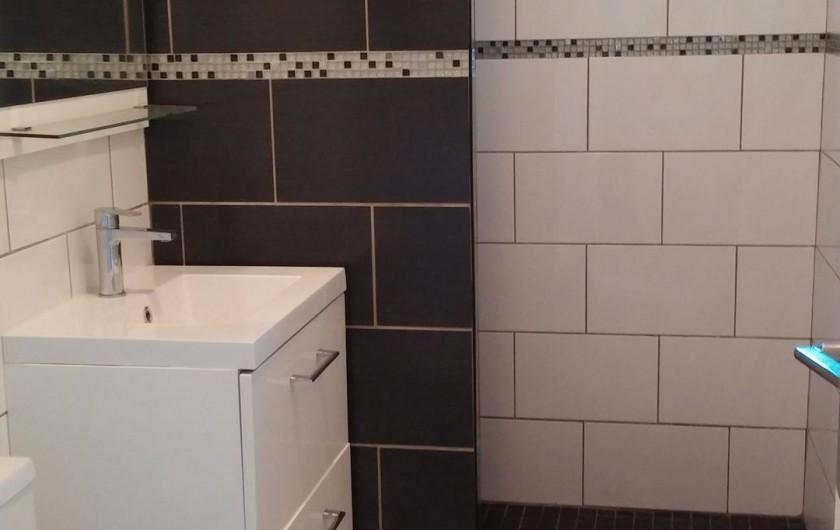 Location de vacances - Villa à La Seyne-sur-Mer - Salle de douche/ WC