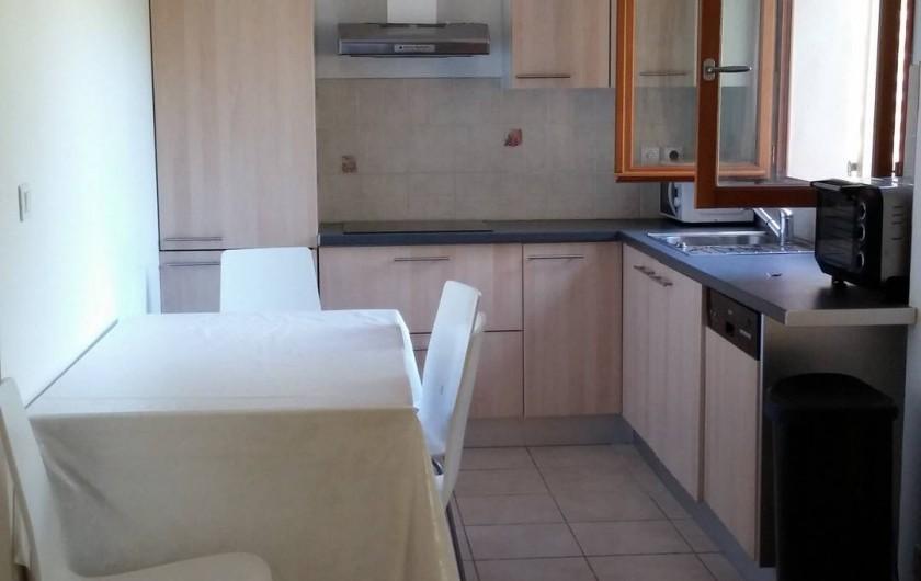 Location de vacances - Villa à La Seyne-sur-Mer - Salle à manger/ Cuisine