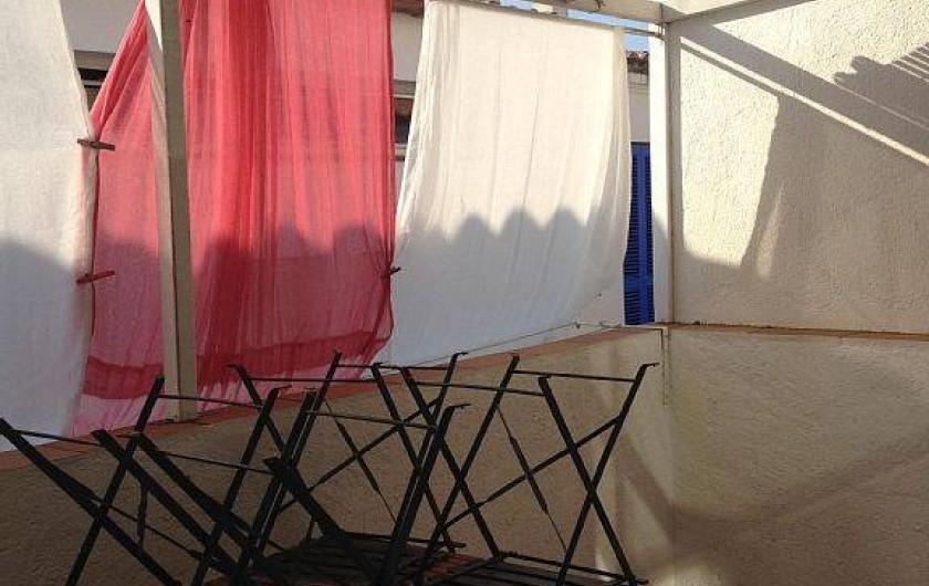 Location de vacances - Appartement à Cadaqués - terrace vu lateral mer