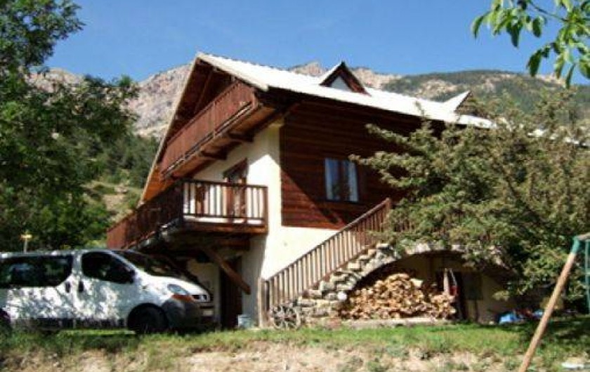 Location de vacances - Chalet à Les Vigneaux - façade SUD et  terrasse façade OUEST
