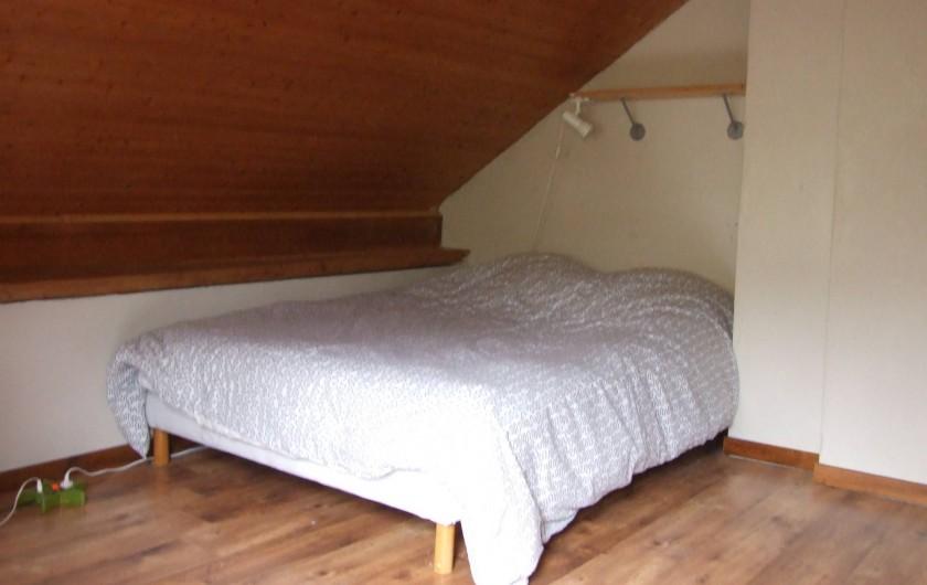 Location de vacances - Chalet à Les Vigneaux - chambre 2 située à l'étage versant OUEST matelas 1m40 x 2m00