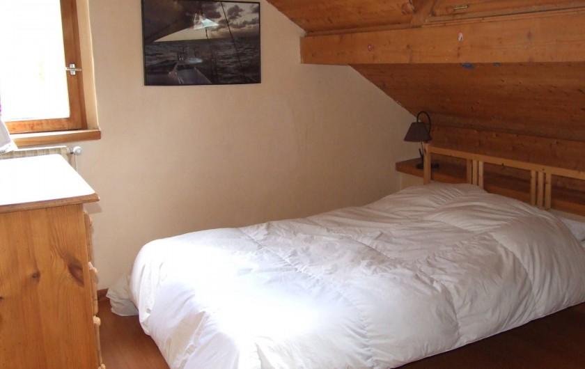 Location de vacances - Chalet à Les Vigneaux - chambre 3 située à l'étage versant EST  matelas 1m40x2m00