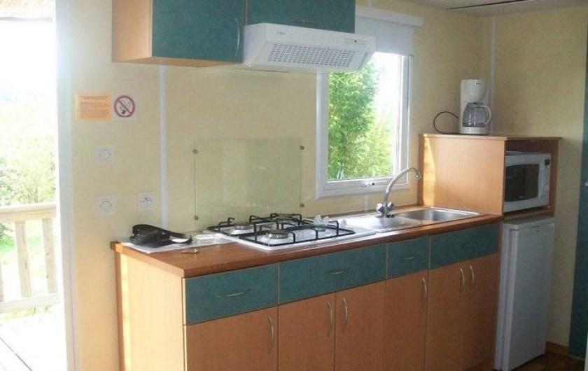 Location de vacances - Bungalow - Mobilhome à Villefranche-du-Périgord - Coin cuisine d'un Mobile Home SUPER MERCURE 4-7 p