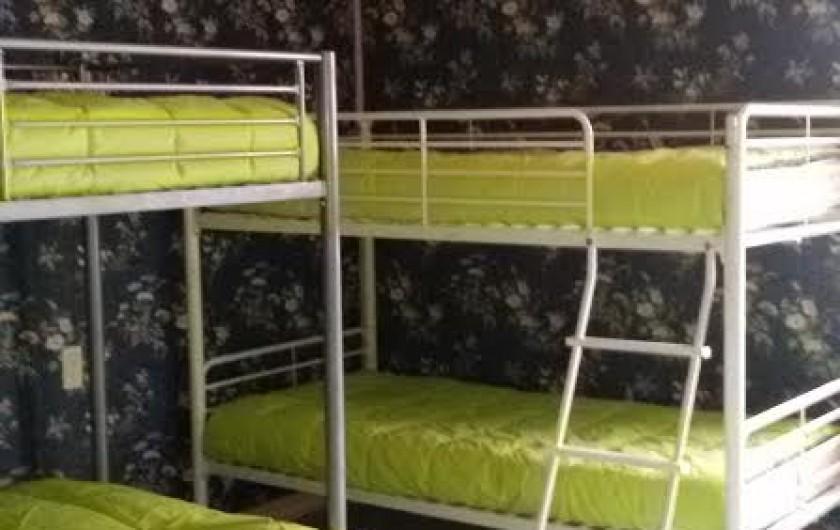 Location de vacances - Gîte à Castelnau-sur-Gupie - nouveauté 2017 relookée,  la chambre des enfants 3 lits 90 cm et un 140 cm