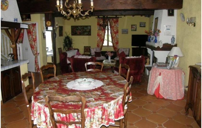 Location de vacances - Gîte à Castelnau-sur-Gupie - ouverte sur le salon