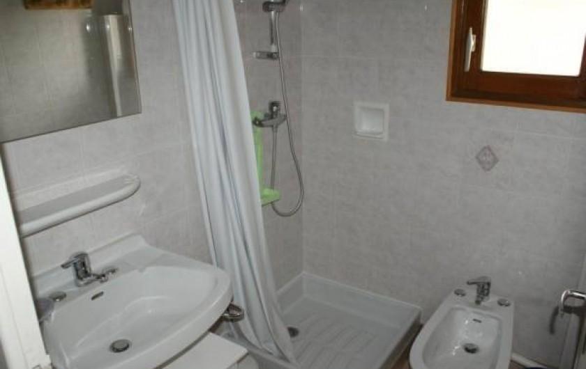 Location de vacances - Appartement à Lanslevillard - Salle de douche. WC indépendant