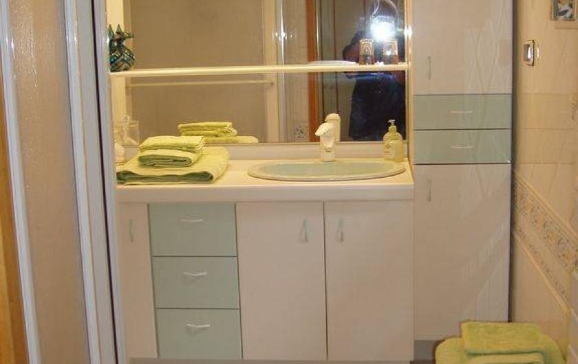 Location de vacances - Maison - Villa à Sarlat-la-Canéda - salle d'eau avec douche