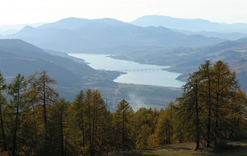 Location de vacances - Villa à Les Vabres - à quelques minutes à pied , une vue sur le lac de Serre-ponçon...