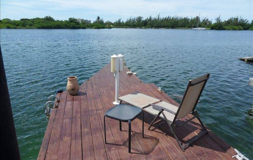 Location de vacances - Villa à Maho - Ponton privé : accueille 3 bateaux