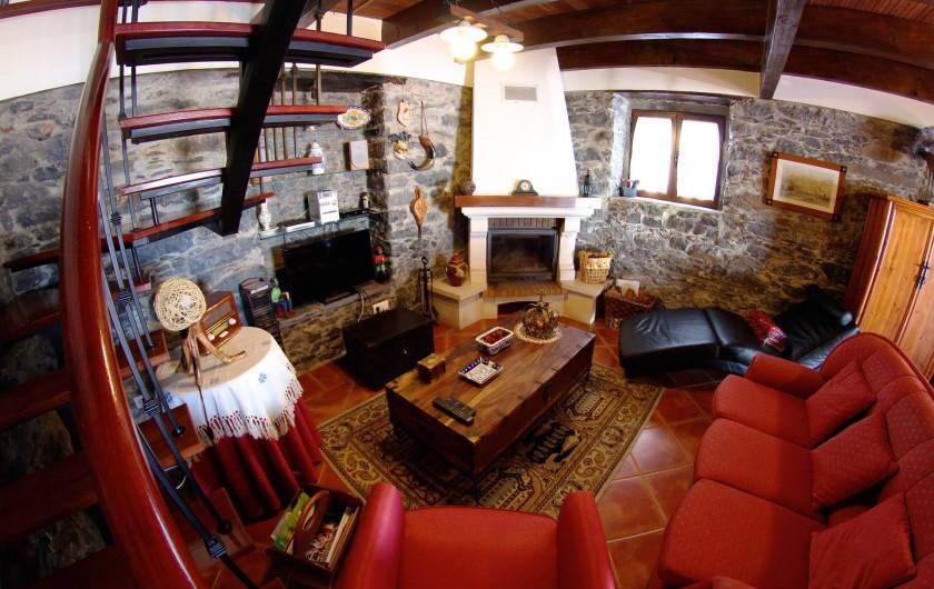 Location de vacances - Villa à Estreito da Calheta - Salon avec télévison par l'Internet et pôele à bois