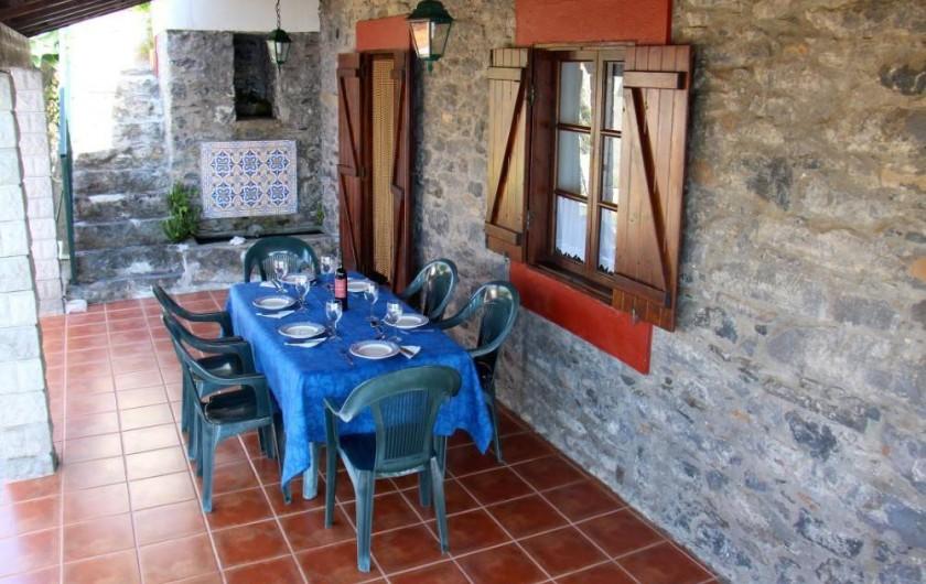 Location de vacances - Villa à Estreito da Calheta - Porche avec table à manger