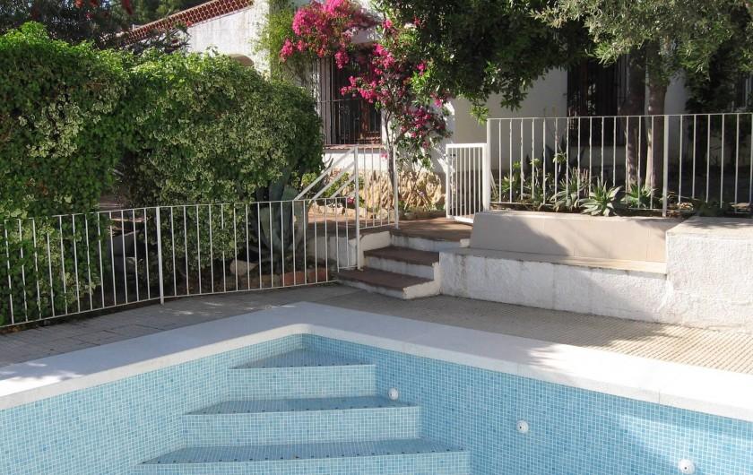 Location de vacances - Villa à Roses - Piscine 9 x 4,5 m de 0,80 à 1.90 m de profondeur