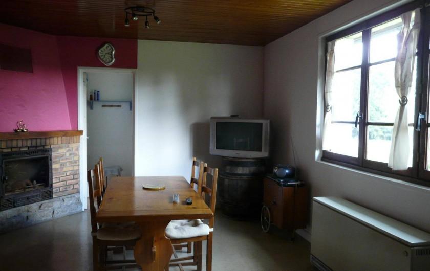 Location de vacances - Maison - Villa à Dun-les-Places - TV TnT,  l'insert bois seul et le seul chauffage fonctionnel de la maison.