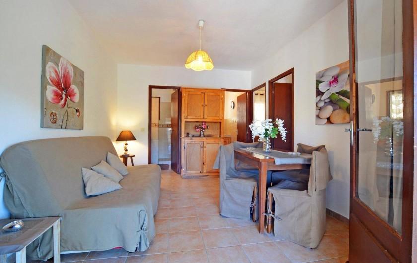 Location de vacances - Villa à Porto-Vecchio - SEJOUR AVEC CLIMATISATION AVEC  WIFI