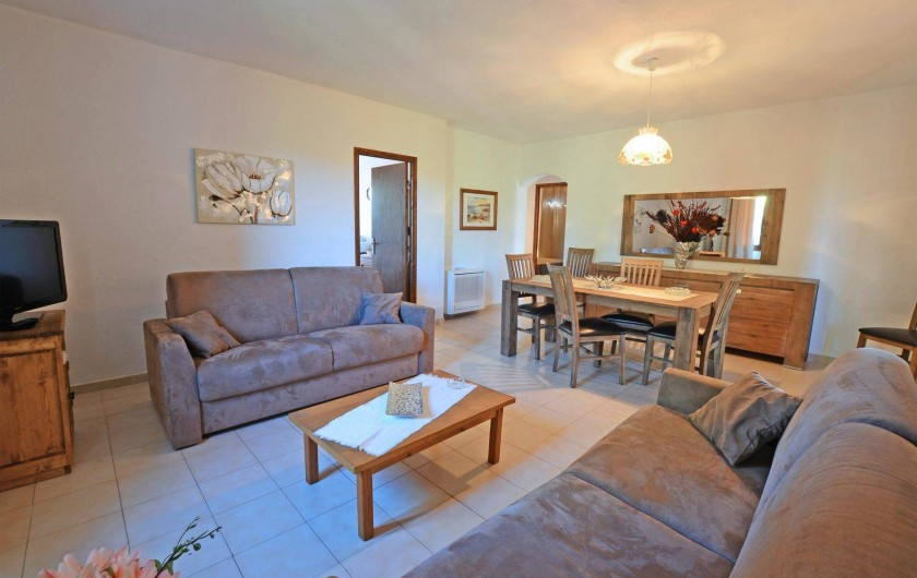 Location de vacances - Villa à Porto-Vecchio - SALON AVEC TELEVISION LCD TNT ET WIFI