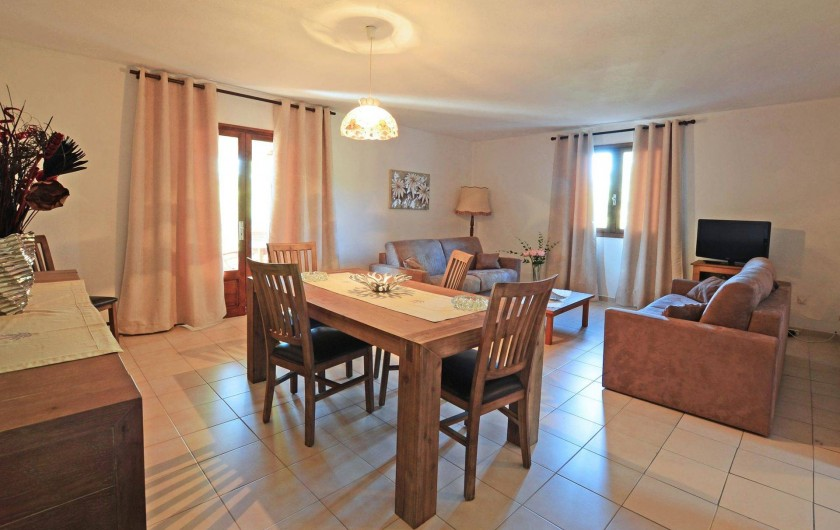 Location de vacances - Villa à Porto-Vecchio - SALLE AVEC CLIMATISATION REVERSIBLE AVEC WIFI grande villa