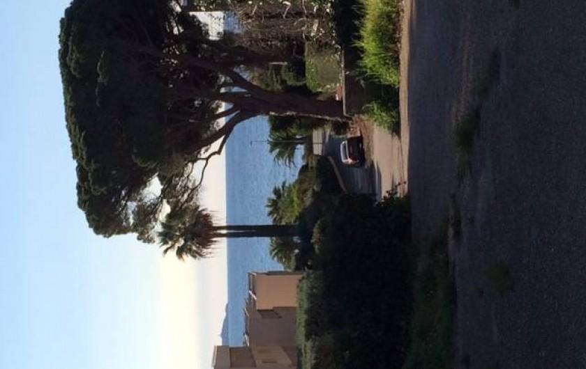 Location de vacances - Appartement à Bandol - ACCES A LA MER