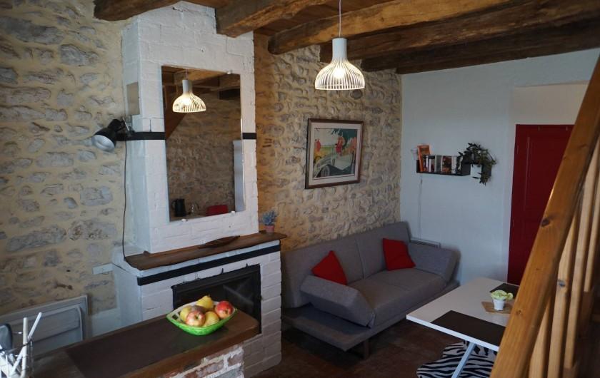 Location de vacances - Chambre d'hôtes à Messas - LE CLOS DE LA VIGNERONNE/ LE GITE_COIN SEJOUR-CUISINE