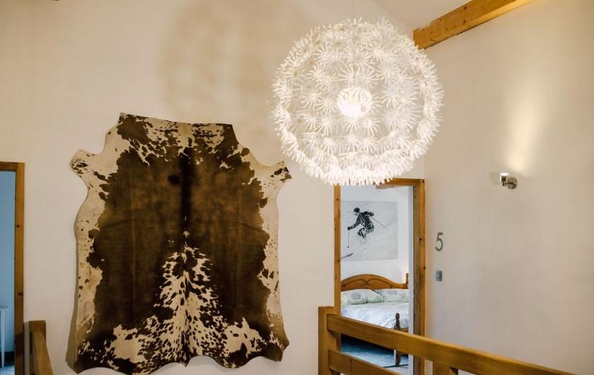 Location de vacances - Chalet à Samoëns - Salle de bain avec douche, chambre 1