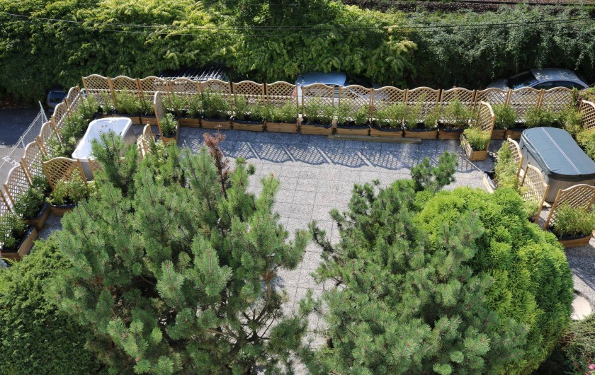 Location de vacances - Appartement à Aix-les-Bains - la terrasse avec les deux spas