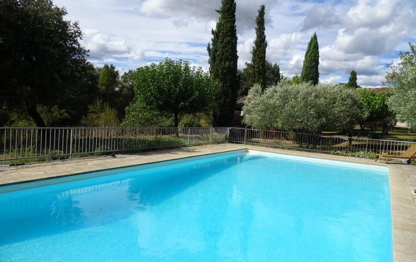 Location de vacances - Mas à Uzès - Une piscine pour petits et grands, sécurisée, 13 m x 6m, chauffée hors saison