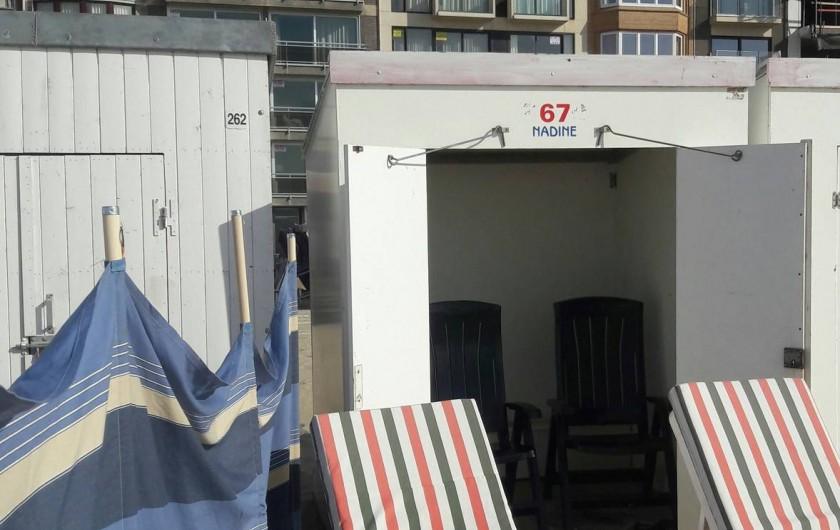 Location de vacances - Appartement à La Panne - Cabine de plage avec matériel inclus : 2 transats, 2 chaises, 1 auvent