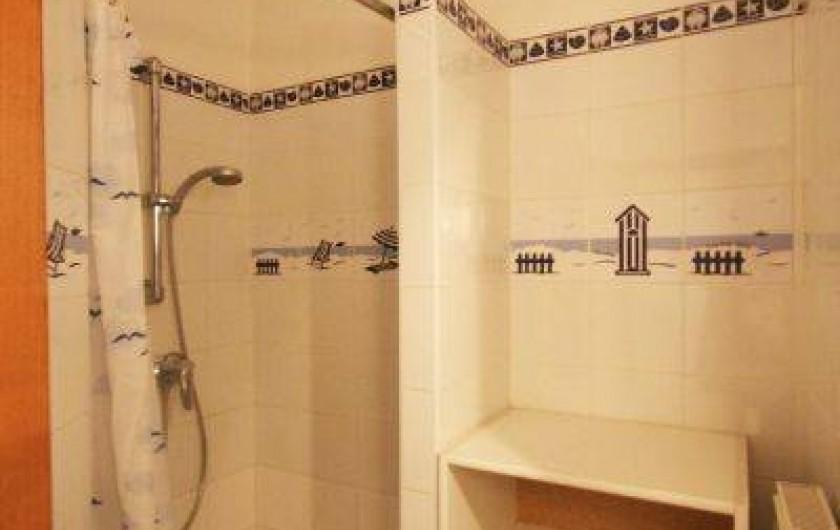 Location de vacances - Appartement à La Panne - Salle de douche 2 : Une douche + évier