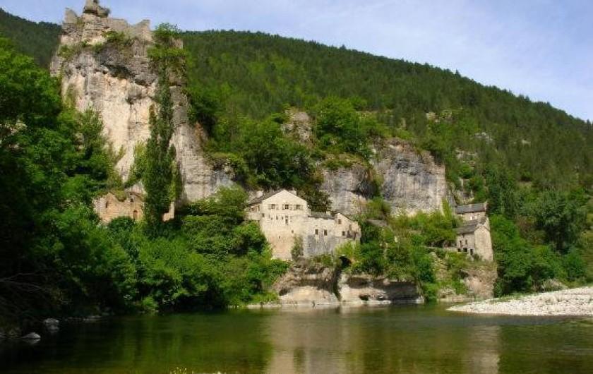 Location de vacances - Camping à Castelbouc - le hameau de Castelbouc et les ruines du château