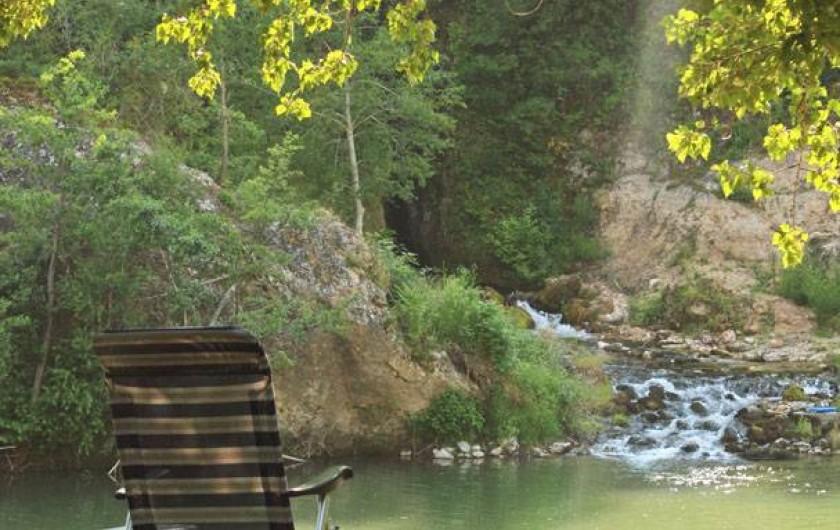 Location de vacances - Camping à Castelbouc - La source de Castelbouc visible depuis le camping