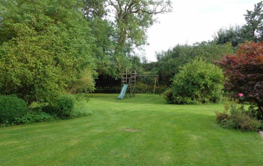 Location de vacances - Gîte à Mettet - Un grand jardin vous attend.