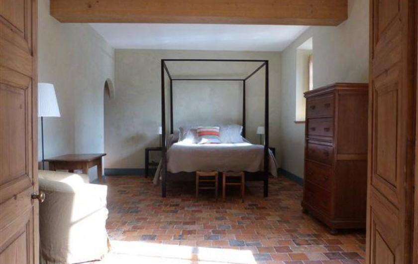 Location de vacances - Chambre d'hôtes à Vauciennes - chambre du rez de chaussée avec un lit a baldaquin