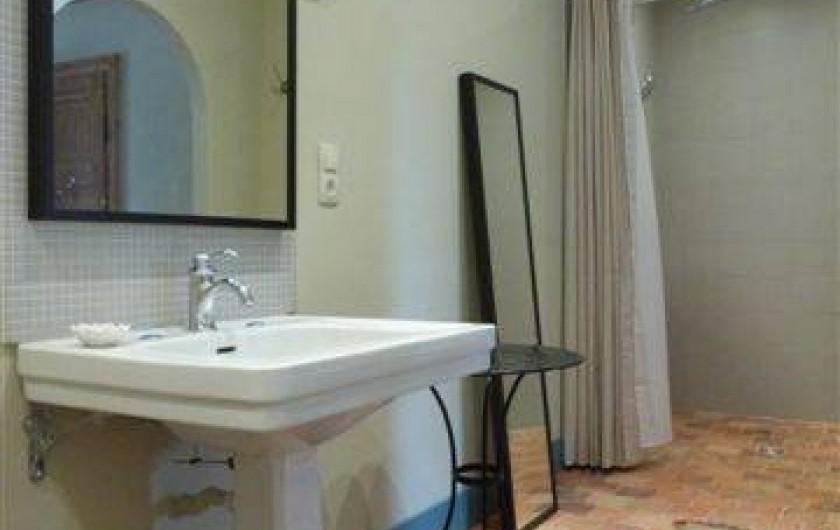 Location de vacances - Chambre d'hôtes à Vauciennes - salle de bain avec douche et baignoire