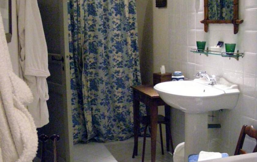 Location de vacances - Chambre d'hôtes à Vauciennes - salle de bain de la suite familiale du 2ème étage